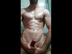 Hot guy jerking off a cock in oil